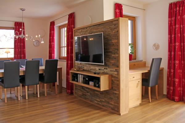 holzwand wohnzimmer fernseher wandgestaltung im privatbereich franzen wanddesign fernseher an. Black Bedroom Furniture Sets. Home Design Ideas